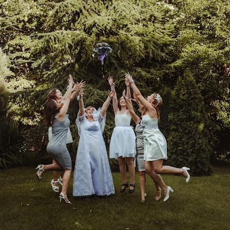 Wedding photographer Miroslava Velikova (studioMirela). Photo of 18.12.2017