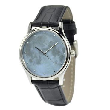 月球淺藍色手錶