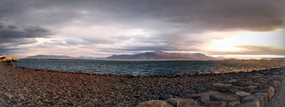 Photo: Panorama d'un bout du port avec l'océan (ou la mer, la frontière n'est pas claire)