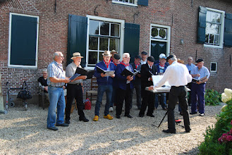 Photo: Het Historisch Mannenkoor voor Den Oude Dijk.