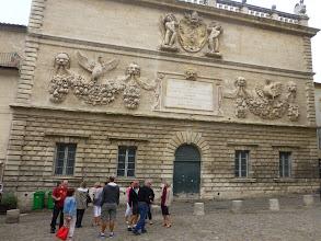 Photo: L'Hôtel des Monnaies constitue le premier monument baroque civil d'Avignon. Une large inscription nous apprend qu'il a été édifié en 1619