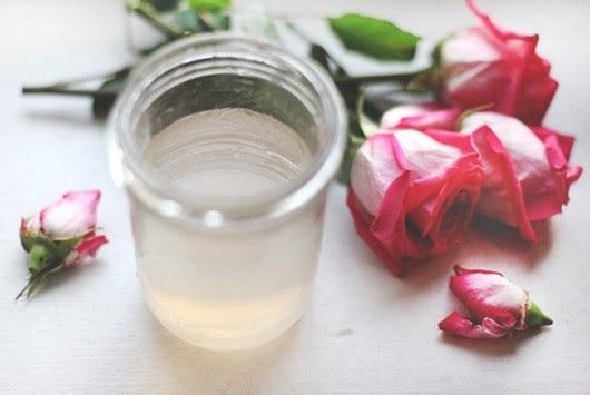 Nước hoa hồng thu được dùng để rửa mặt mỗi ngày rất tốt cho da