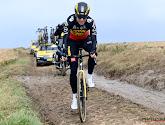 Verkenningsdag Parijs-Roubaix: Wout van Aert dendert over de modderige kasseien