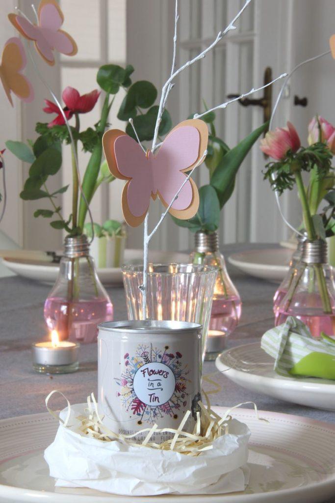 Tafeldecoratie lente - bloemenweide in een blikje