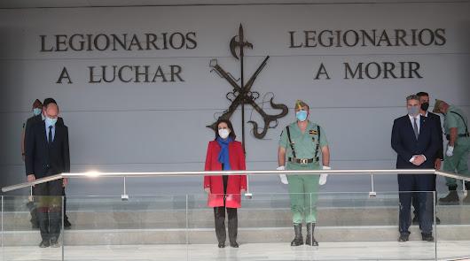 La ministra preside el acto en la base de Viator (foto: Ministerio de Defensa)