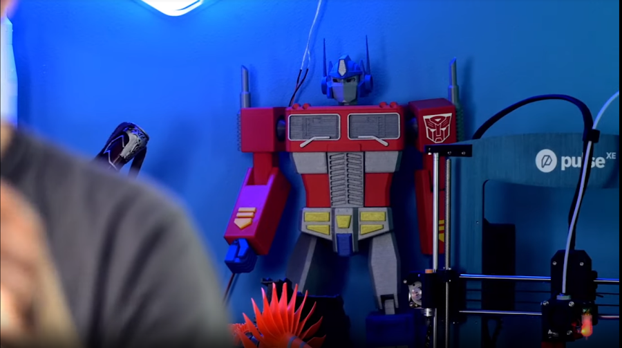 ChaosCoreTech's Optimus Prime has been modified to work with single extrusion printers without a filament splicer.