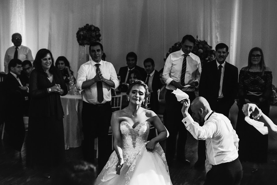 Wedding photographer Valery Garnica (focusmilebodas2). Photo of 12.06.2019