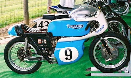 Machines et Moteurs vous présente la Triumph 500 victorieuse aux 200 miles de Daytona en 1967 avec Gary Nixon.