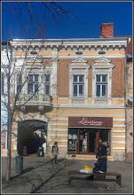 Photo: Cluj-Napoca - Bulevardul Eroilor, Nr.15 - cladire din sec. XV-XIX - monument istoric - un frumos finisaj din mozaic, cu chenar avand dalele aranjate in linie dreapta si in camp aranjate pe diagomala. - 2018.01.31