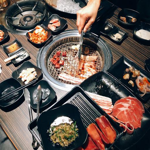 海鮮的品質不大好 肉品都是肥的居多  但是可以啤酒喝到飽 挺爽的