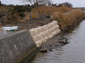 Photo: 壊れた堤防。