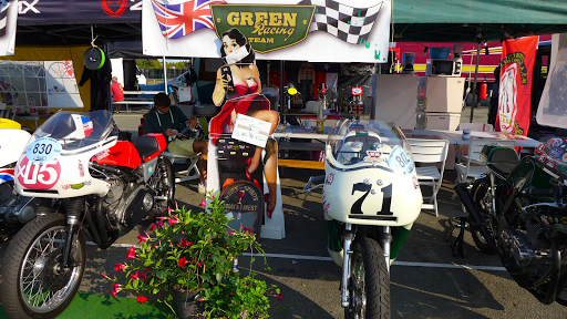 Le stand du Green Racing Team.