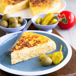 TORTILLA DE PATATAS (spanish omelette) recipe & history - all you need to know!.
