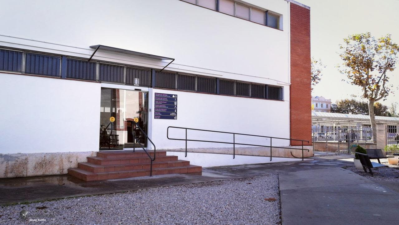 Rampa per sortir a la zona exterior del Museu del Ferrocarril, Vilanova i la Geltrú, Barcelona