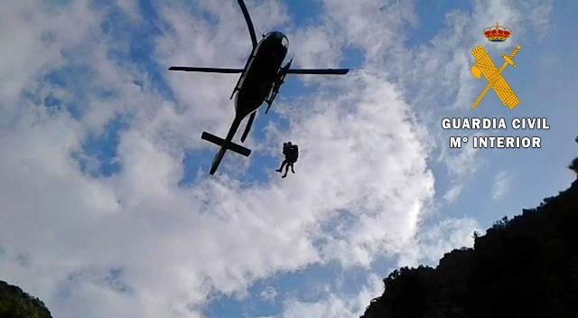 El helicóptero durante el rescate.