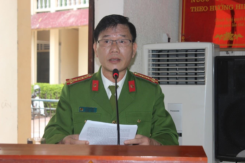 Đồng chí Đại tá Lê Văn Thái, Trưởng Công an huyện báo cáo tổng kết công tác QP-AN năm 2019 và triển khai nhiệm vụ năm 2020
