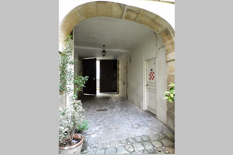 Entrance of 2 bedroom Apartment with St Germain Views
