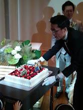 "Photo: 新婦の""アッコちゃん""んとそのお母さんで作った手作りウェディングケーキです。"