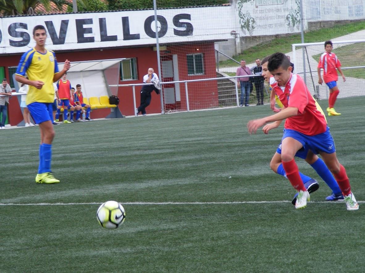 ADR NUmancia de Ares. Cadetes 2016-2017. Numancia, 3 - O Freixo, 1. Oito goles en tres partidos levan a Iván aos postos altos da táboa de goleadores.