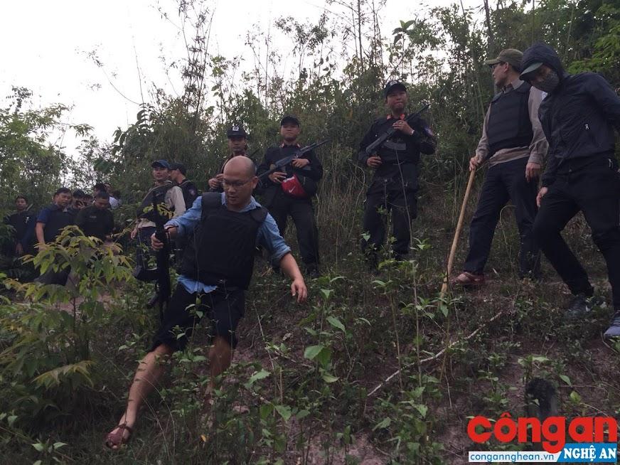 Các lực lượng được huy động tiến hành vây ráp ở khu vực biên giới có tụ điểm ma túy