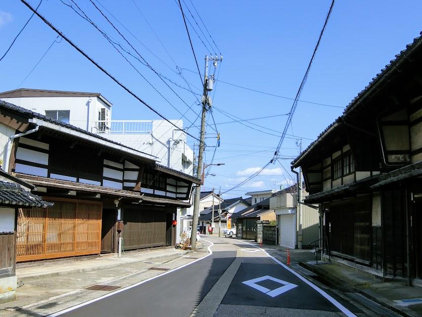袖壁付きの町家が連なる 越中『福岡』