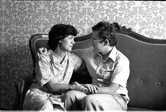Photo: 17/07/1978: mamma Luigina e papà Gabriele, nella sala dei nonni Chiesa, felici per la conferma che Michele è in arrivo.