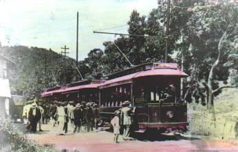 Photo: Bondes do Cascatinha. Foto de 13 de dezembro de 1912, colorida artificalmente