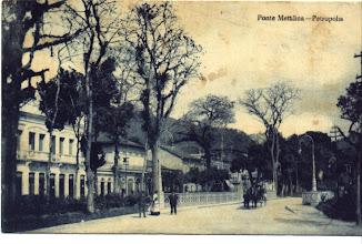 Photo: Ponte metálica da Rua do Imperador. Localizava-se aonde hoje está o Obelisco. Foto do início do século XX