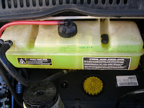 Photo: Llenar el depósito al máximo, arrancar el motor y dejarlo a ralentí con la calefacción puesta. A los cinco minutos para el motor y volver a poner el nivel de la botella al máximo. Con esto se finaliza el cambio de refrigerante.