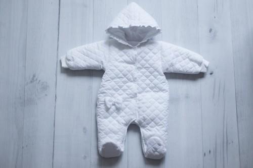Biały kombinezon dla dziecka