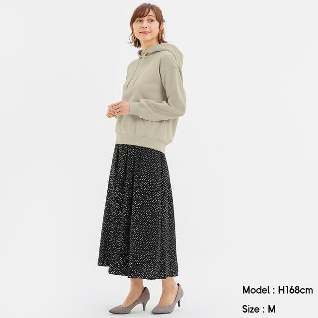 ドット柄のロングスカート