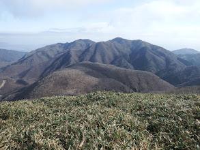 七人山と奥に御在所岳