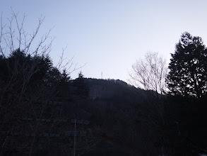 鉄塔を見る