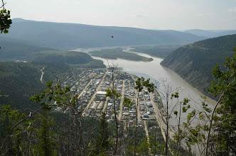 Photo: Dawson City: von links sieht man noch ein Stückchen vom Klondike River