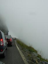 Photo: Coada de masini se intindea pana la Balea lac. In dreapta se vede ca eram complet in nori :)
