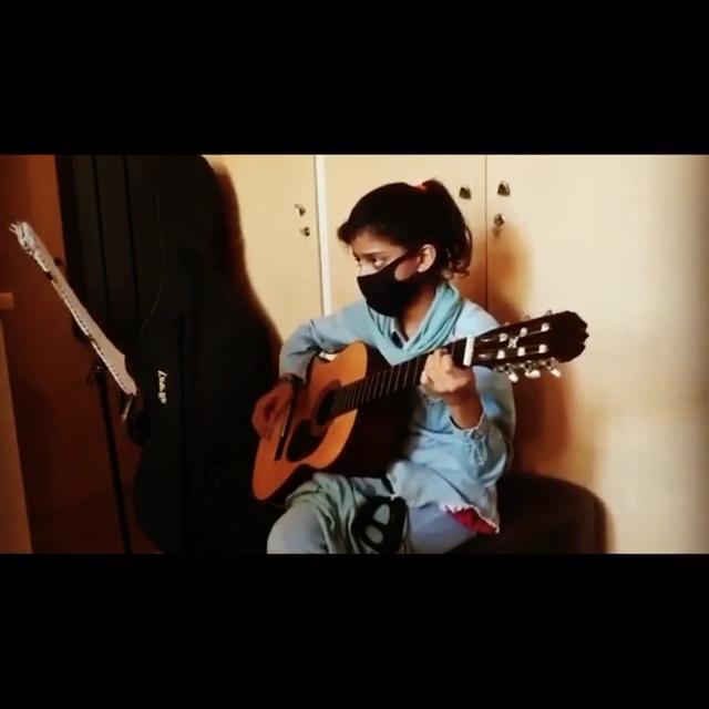 تمرين ريتم و ملودى نازنينزهرا شياسى هنرجوی گیتار فرزین نیازخانی