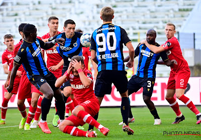 🎥 Antwerpse humor: ook tegen Club Brugge vloog een looprek door de tribunes