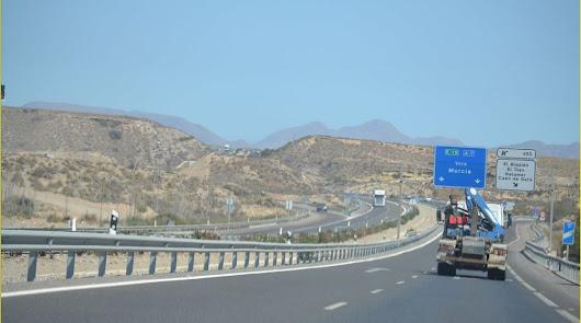 El peaje en las autovías lastrará a la flota de Almería que suma 8.000 camiones