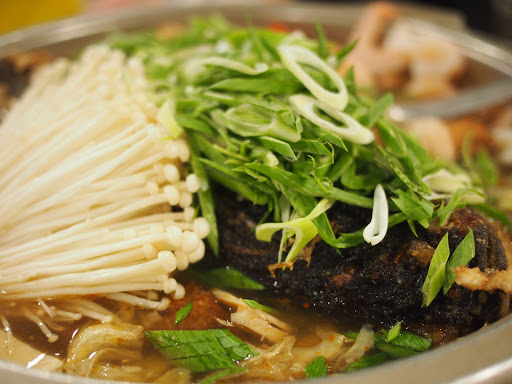砂鍋魚湯鮮美,適合超過10人以上的聚餐場所。