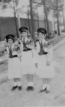 Photo: De eerste dames - 1957 Annie Larik - Bertien Schins - Mientje Mulleners
