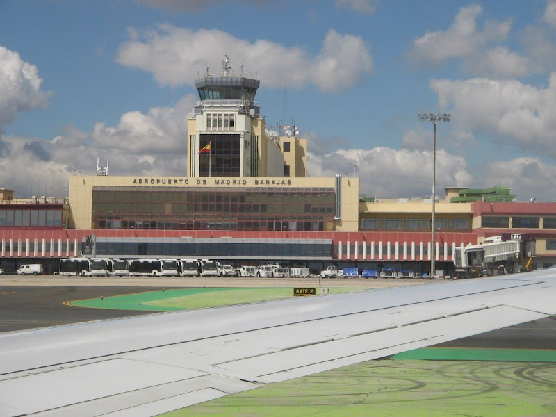 Car rental at the <b>Madrid Barajas Airport</b> with <strong>Ol&eacute;car</strong>