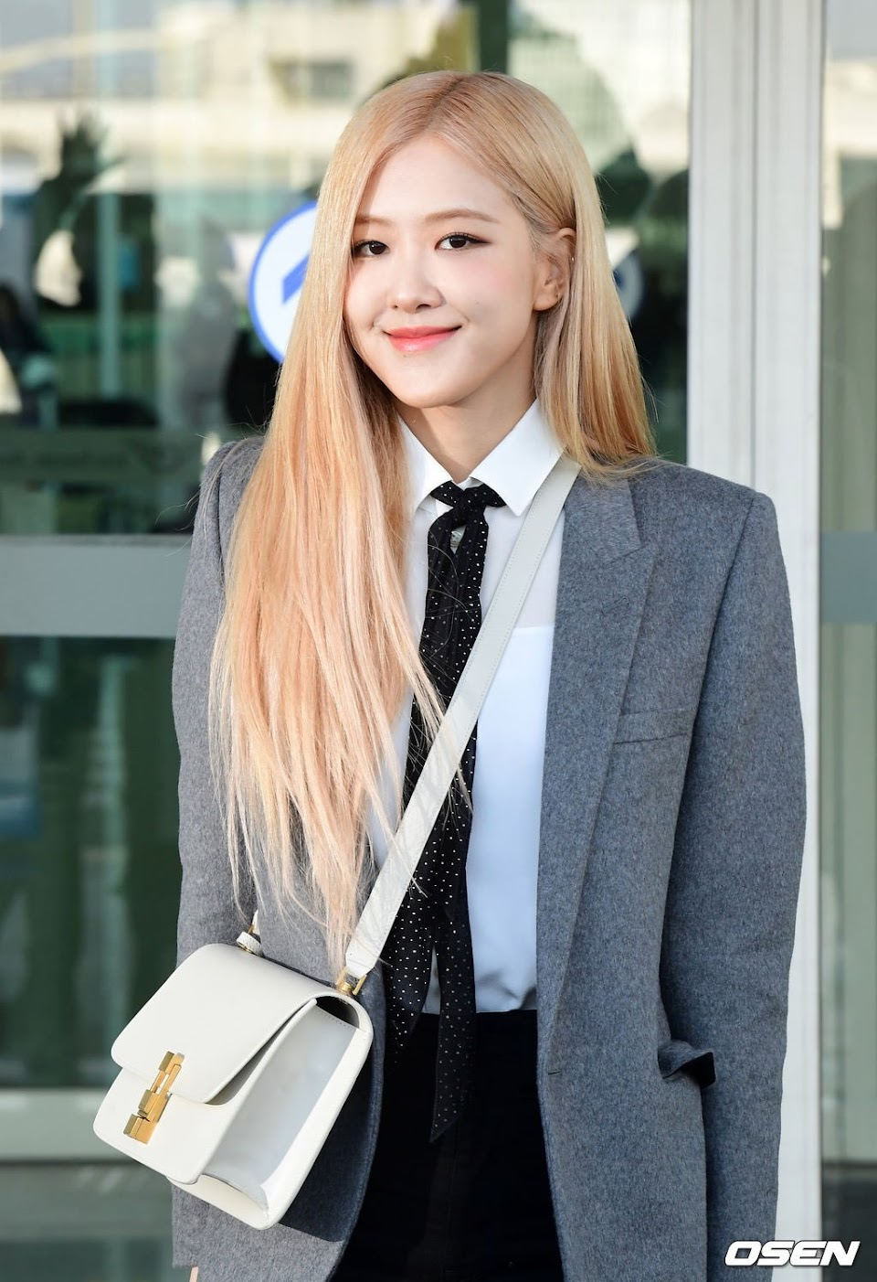 7-BLACKPINK-Rose-Airport-Outfit-blazer-to-Paris-26-January-2020