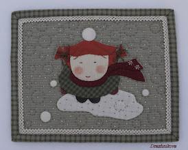 """Photo: Мой конкурсный мини-квилт """"Юки - это снег по-японски"""". Размер 21х26 см. Ручная аппликация, ручная стёжка, декоративные швы, вышивка французскими узелками."""