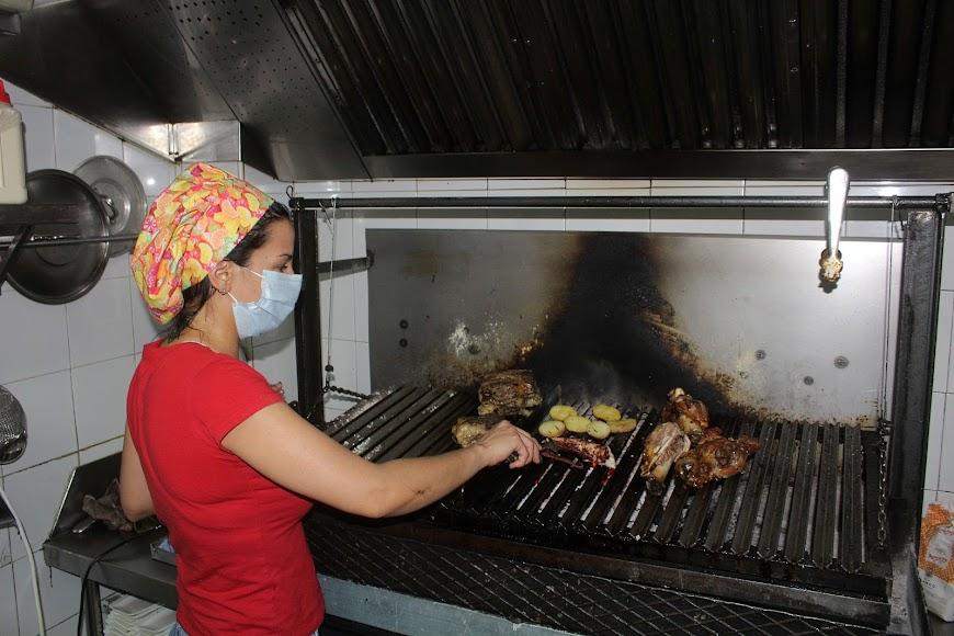 Virginia con carnes a la brasa de Brasería A Dos Ascuas, en calle Padre Alfonso Torres.