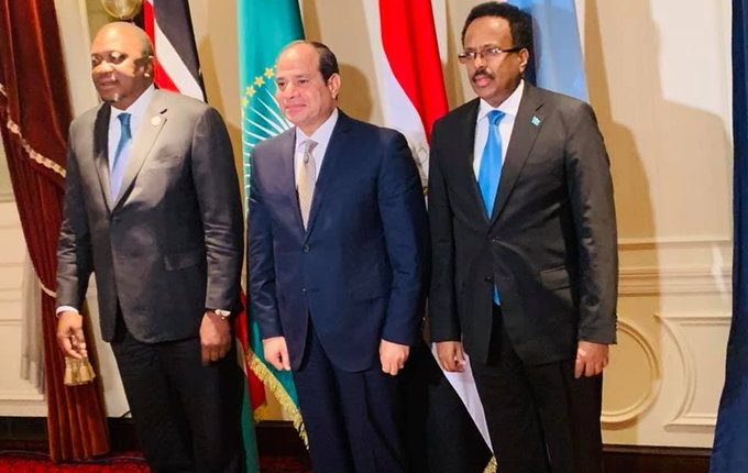 President Uhuru Kenyatta pause for a photo with his Somalia counterpart Mohamed Farmajo after a meeting with African Union Chairman and Egypt's President Ali-sisi