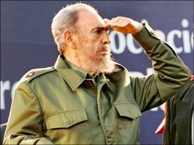 發動社會主義革命推翻古巴腐敗政權、以社會主義領導古巴50年的傳奇領袖卡斯楚25日逝世,享壽90歲。圖為他2006年攝於阿根廷的檔案照片。 (路透)