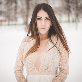 snow model by Raluca Bălan - People Portraits of Women ( canon, snow, 50mm, photoshoot, portrait, photography )
