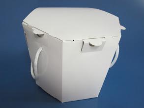 Photo: Embalagem Especial com alças - para Alimentos de Delivery - Detalhe Fechada.OP-47957 - Volume aproximado de 4 Litros. 17 cm de altura