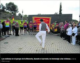 Photo: Aurresku a los del National Clarion 1895 frente al Muro de los Nombres del Parque de la Memoria. Foto Diario de Noticias. http://www.noticiasdenavarra.com/2013/10/21/vecinos/ribera-alta/la-reparacion-de-la-memoria-cruza-fronteras