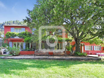 Villa 10 pièces 258 m2